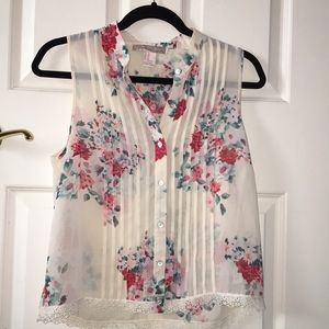 Floral Sleeveless Button-down Blouse